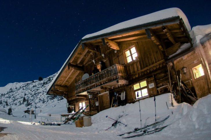Die Trattenbachalm in idyllischer Lage. © Skitourenwinter.com