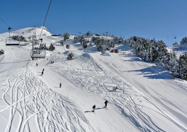 Übersichtliche Pisten zeichnen das Skigebiet aus.