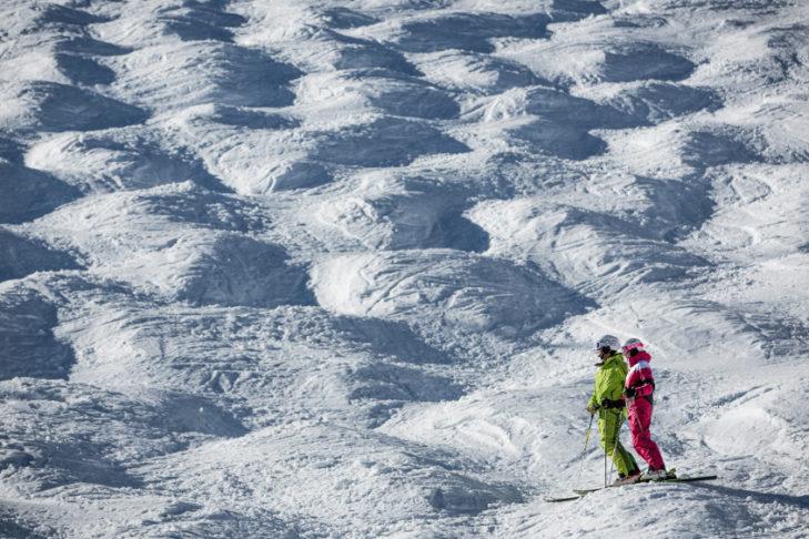 Teil der Geschichte des Skisports: Das Befahren von Buckelpisten wurde Ende des 20. Jahrhunderts zur olympischen Disziplin.
