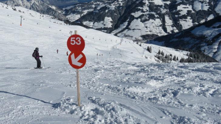 Auf der Wildschönau-Seite des Skigebiets ist das fahren auf und neben der Piste eine Freude.