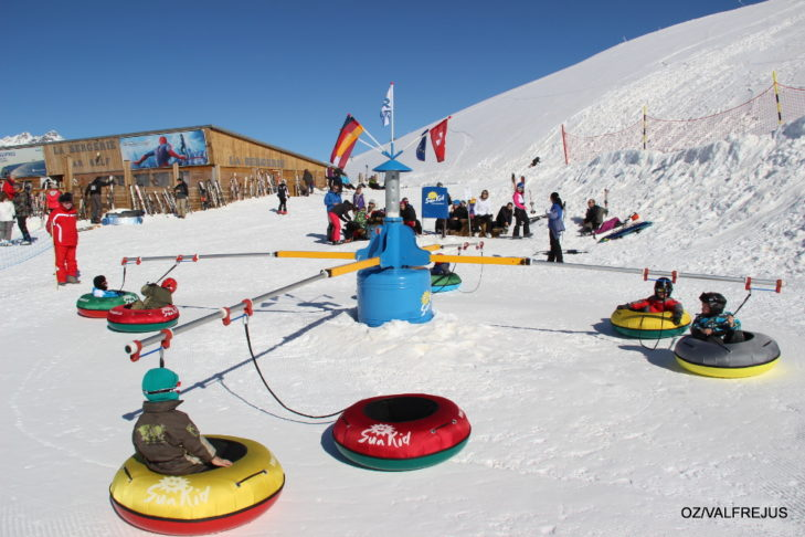 Skigebiet Valfréjus: Reifenkarussell im Kinderland.