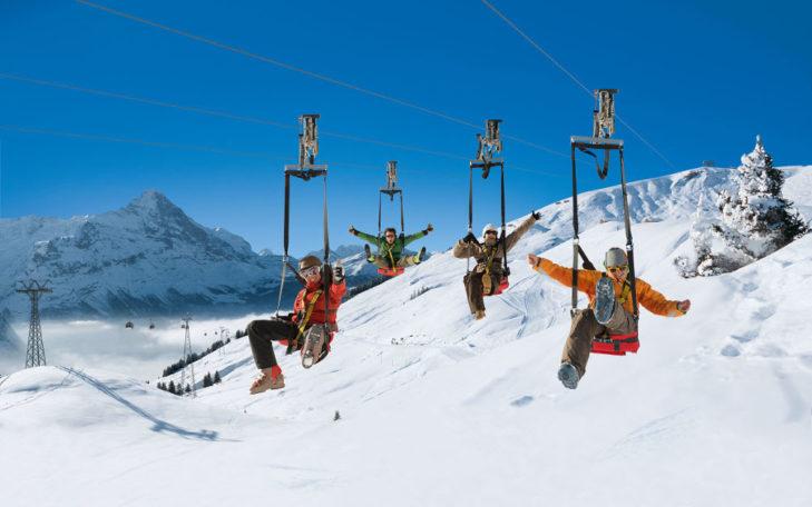 Skigebiet Grindelwald: Der Firstflieger kann vier Personen gleichzeitig auf die rasante Fahrt schicken.