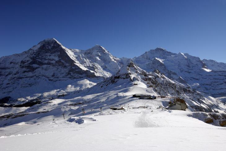 Skigebiet Grindelwald: Wanderweg oberhalb der Bergstation Männlichen.