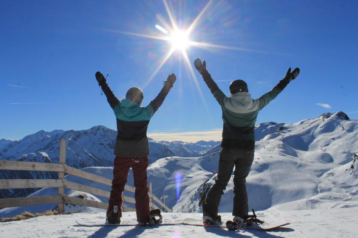 Reisebericht aus Rauris: Sonne satt für SnowTrex-Mitarbeiterin Sophie und ihre Freundin.
