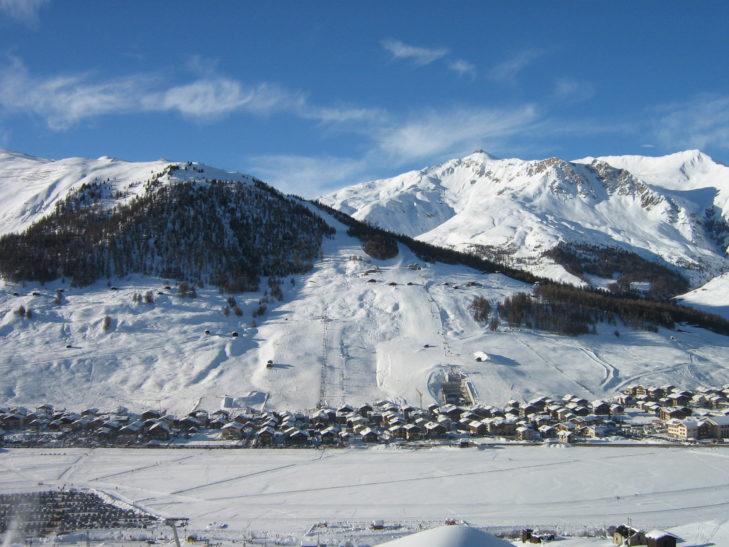 Das 1816 m hoch gelegene Livigno liegt direkt im Skigebiet.