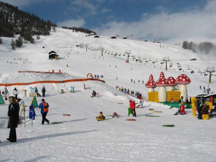 Im Kinderland gibt es diverse Spiel- und Spaßmöglichkeiten.