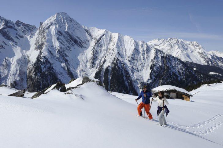 Erkunden Sie die Landschaft bei einer Schneeschuhwanderung.