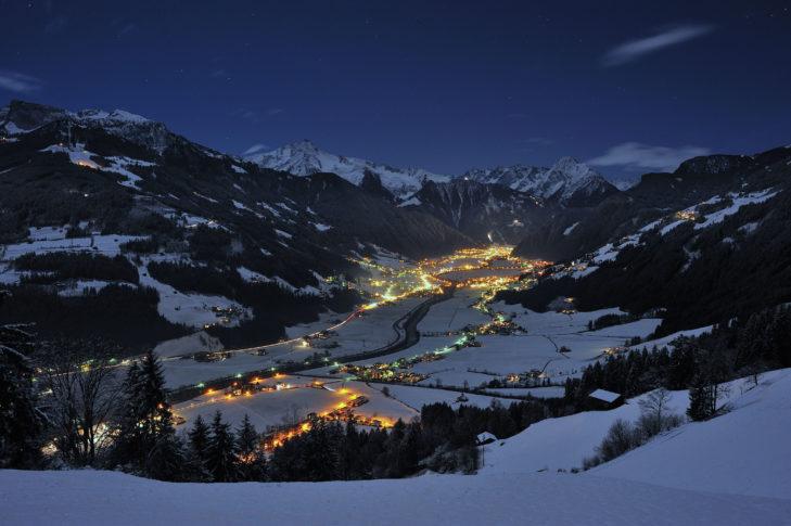 Mayrhofen bei Nacht.