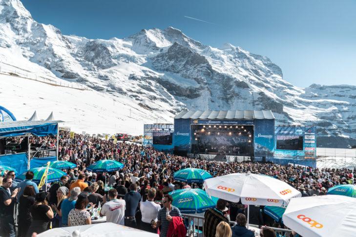 Reisebericht aus der Jungfrau Region: Auf und vor der Konzertbühne des SnowpenAir herrschte beste Stimmung.