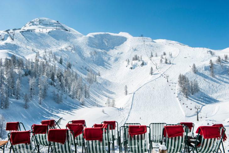 Überall im Skigebiet gibt es Sonneterrassen mit Aussicht - wie hier in Zauchensee.