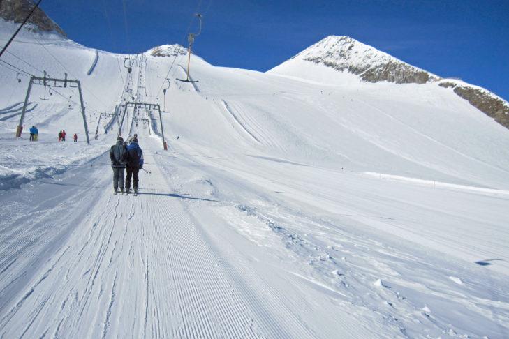 Der Olperer-Lift am Hintertuxer Gletscher nebst breiter Traumpiste.