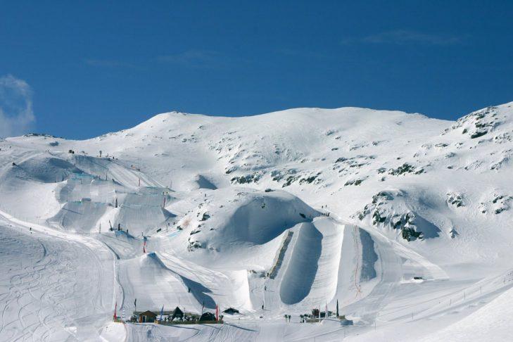 Snowpark und Superpipe von Les Alpes in Bestform.