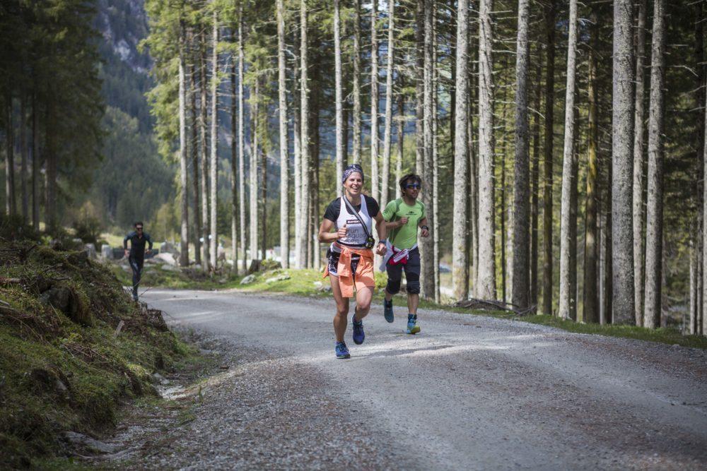 Die 2. Disziplin: Berglaufen. Noch wird geschwitzt und gelacht.