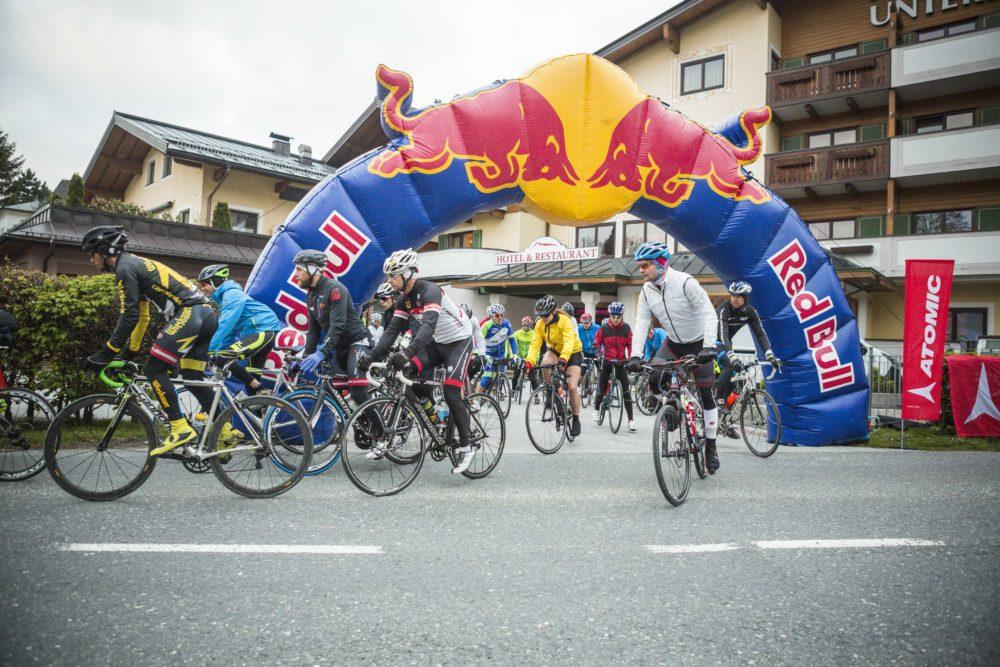 Der Start mit dem Rennrad in Salzburg Grödig.