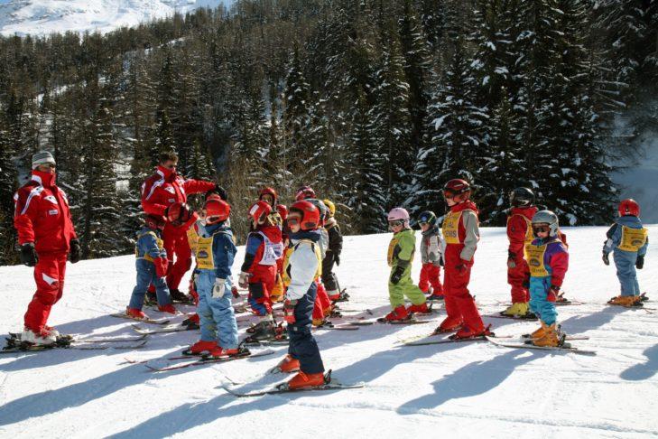 In den Skischulen lernen die Kids spielerisch.