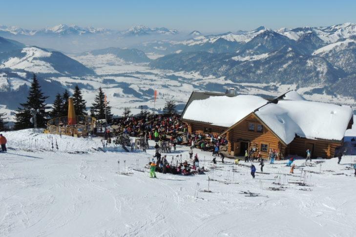 Die Bärenhütte im Skigebiet Hochkössen.