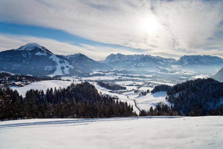 Panoramablick über Kössen in der Region Kaiserwinkl.