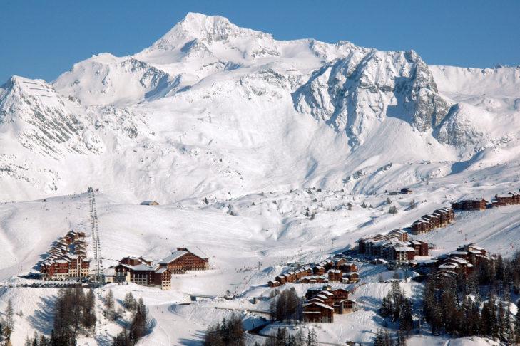 Wunderschöne Ansicht der Talstation von La Plagne.