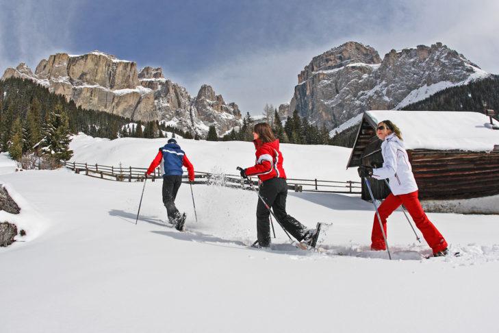 Schneeschuhwandern gehört zu den beliebten Freizeitaktivitäten im Fassatal.