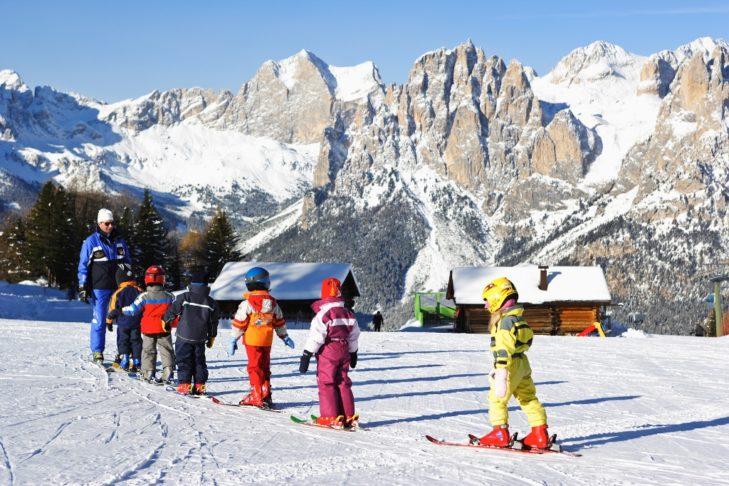 Mehrere Skischulen im Fassatal kümmern sich um die professionelle Ausbildung des Skinachwuchs.
