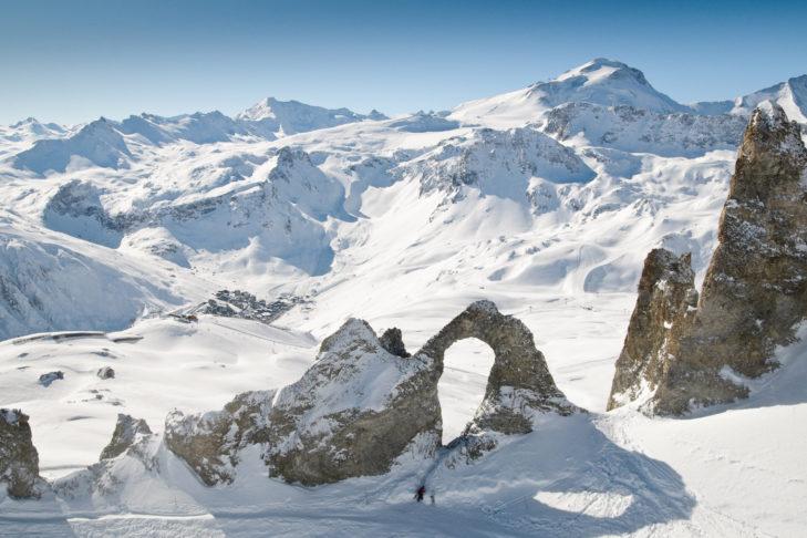 Zerklüftete Felslandschaft mit Pisten bei Tignes in der Skiregion Paradiski.