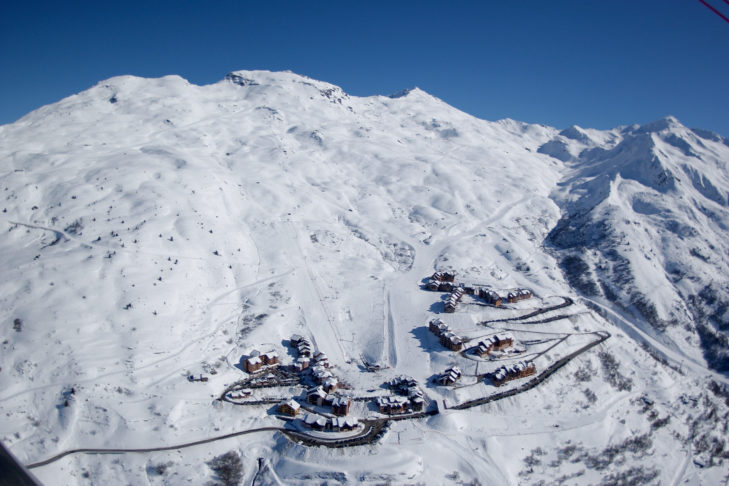 Luftaufnahmen der Skistation Valmeinier 1800 mit den Pisten am Gros Crey.