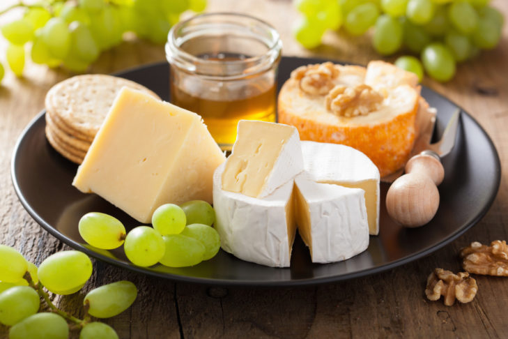 Bestimmte Käsesorten wie Harzer Käse sind gute Eiweis-Lieferanten.