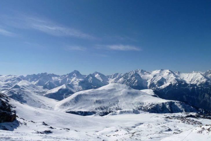 Im Skigebiet Alpe d'Huez hat man traumhafte Blicke über die Alpen.
