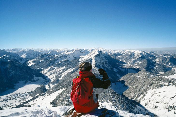 Die Almen im Bregenzerwald laden zu aussichtsreichen Winterwanderungen ein.