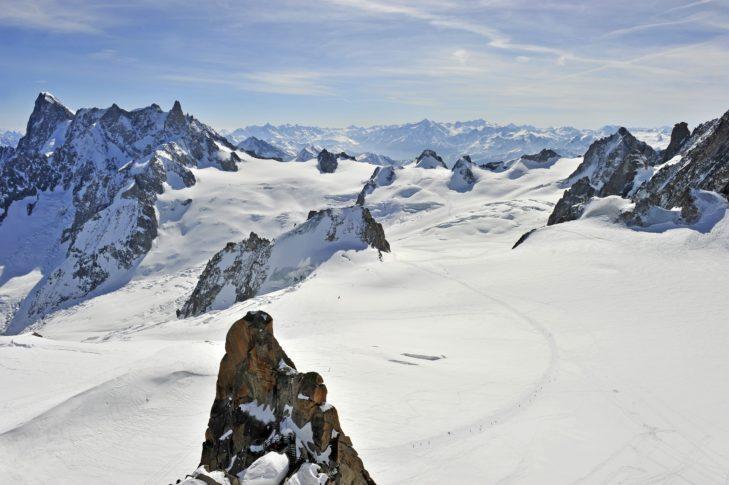 Die Skiregion Chamonix-Mont Blanc zeichnet sich durch schroffe Berggipfel und schneereiche Plateaus aus.