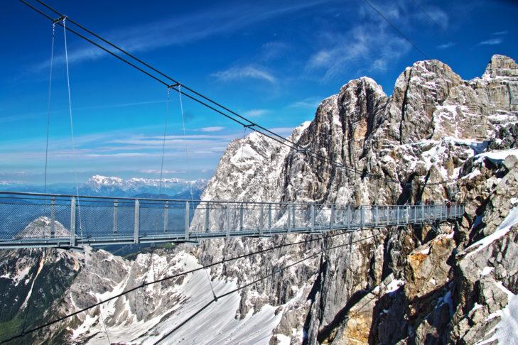 Die Dachstein Hängebrücke ist 400 m über dem Boden.