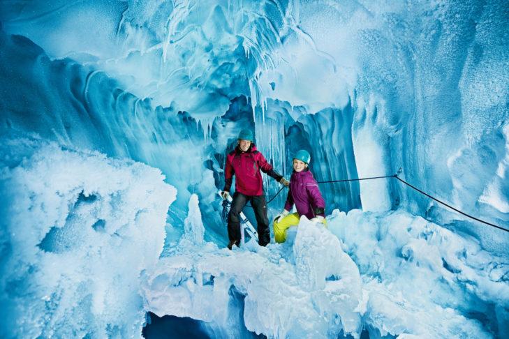 Ausflug in den Natur Eis Palast am Gletscher.