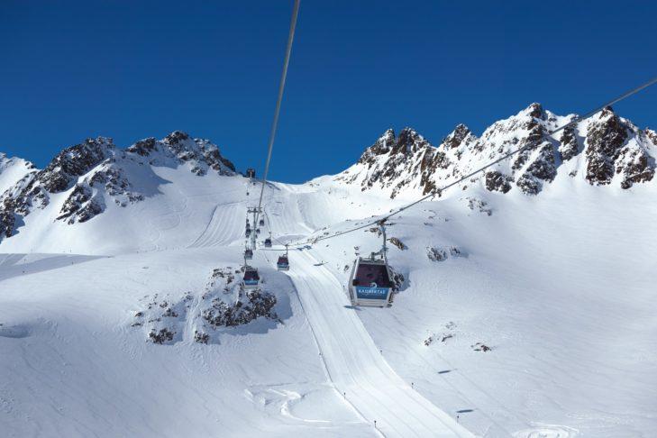 Die barrierefreie Karlesjochbahn bringt jeden bis auf 3.108 m Höhe.