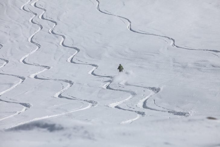 Tiefschneeabfahrt am Kaunertaler Gletscher.