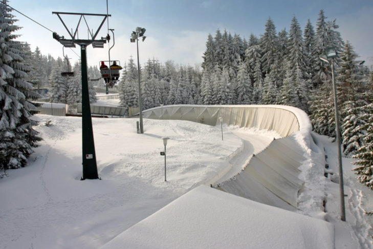 Sessellift über den Kanal der Bobbahn in Oberhof.