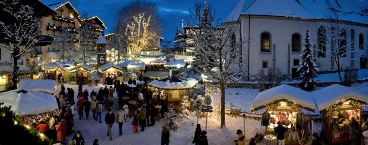 Im Advent erstrahlt Seefeld im warmen Licht der Weihnachtsmarkt-Buden.