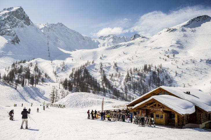 Die gemütliche Skihütte Le Flocon im Skigebiet Serre Chevalier.