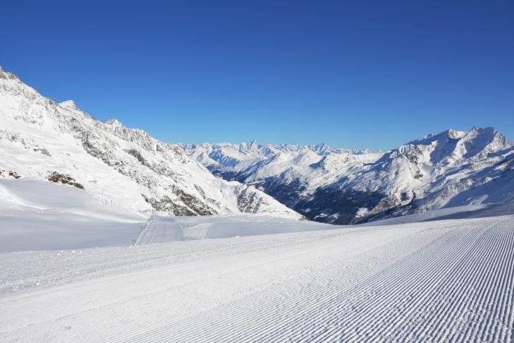 Bestens präparierte Piste im Skigebiet Saas-Fee.