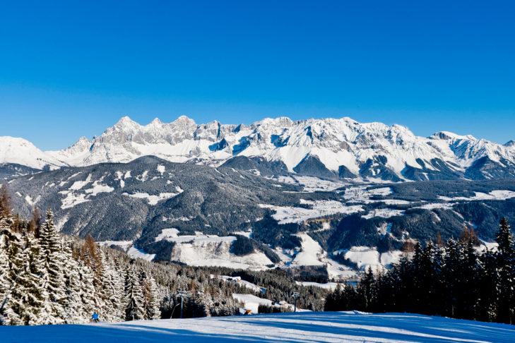Panorama vom Skigebiet Schladming-Dachstein auf das prächtige Dachsteingebirge.