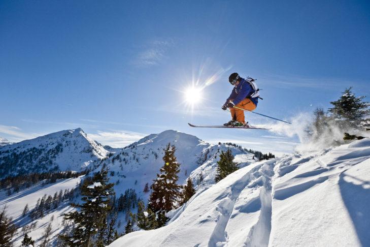 Gute Schneeverhältnisse im Skigebiet Schladming-Dachstein sichern den Fahrspaß auf und neben der Piste.