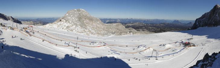 Der Snowpark im Skigebiet Schladming-Dachstein bietet ein ansehnliches Setup am Dachsteingletscher.