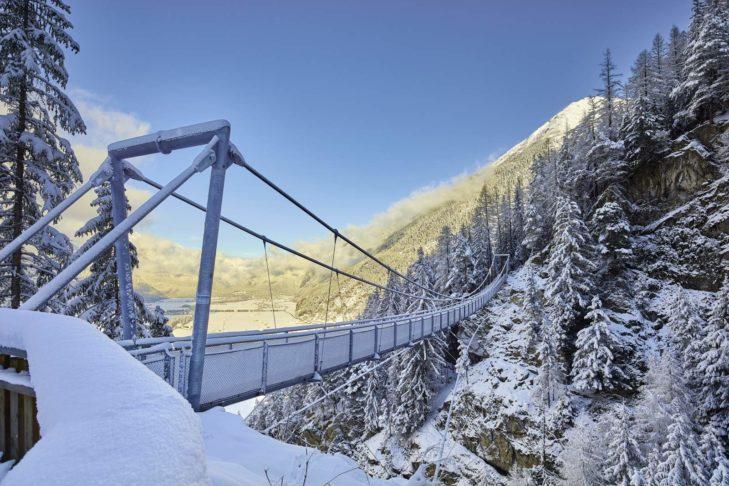 Einen Familienausflug wert: Die Hängebrücke über Längenfeld.