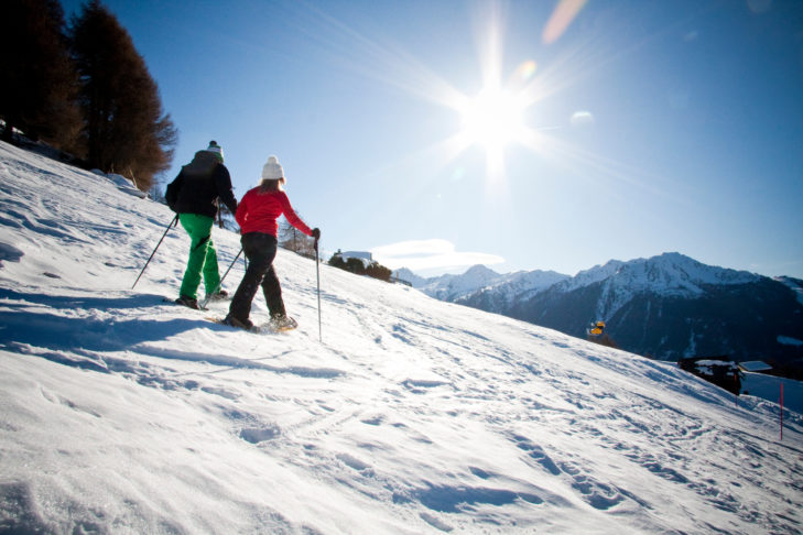 Schneeschuhwanderer auf den Almen bei Veysonnaz.