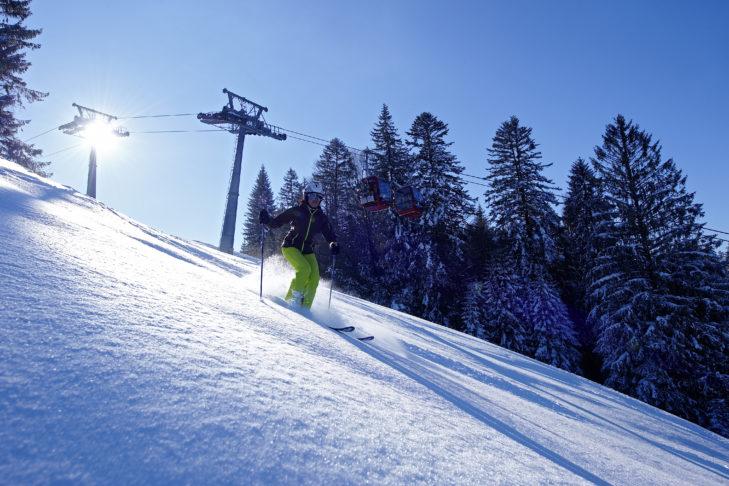 Skigebiet Nesselwang: Wenn es ordentlich geschneit hat, ist auch ein Abstecher in den Tiefschnee drin.