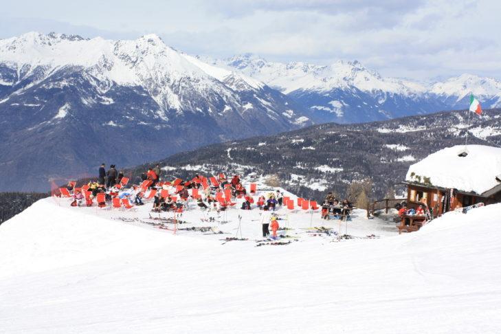 Die Sonnenterrasse der Skihütten laden zum gemütlichen Après-Ski ein.