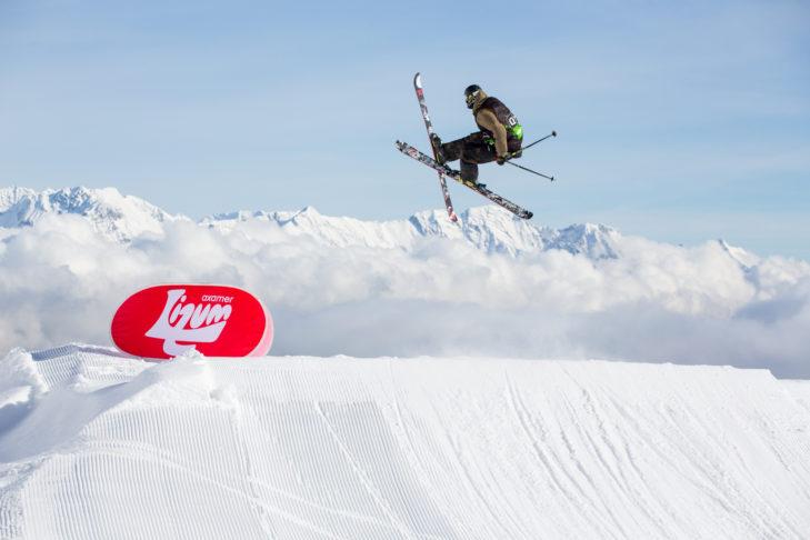 """Freestyler """"bei der Arbeit"""" im Snowpark Axamer Lizum."""