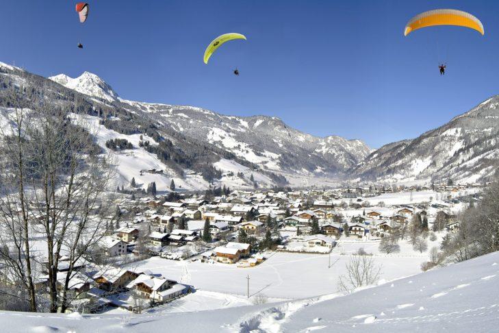 Winterliche Ortsansicht von Bad Gastein.