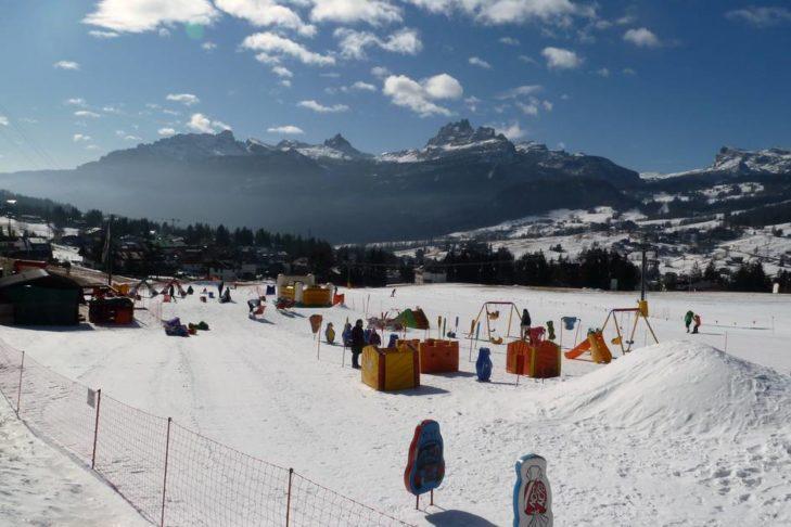 Im Talbereich in Cortina d'Ampezzo wartet ein großes Kinderland auf den Skinachwuchs.