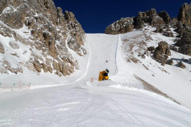 Im Skigebiet Cortina d'Ampezzo warten steile schmale Abschnitte auf die Könner.