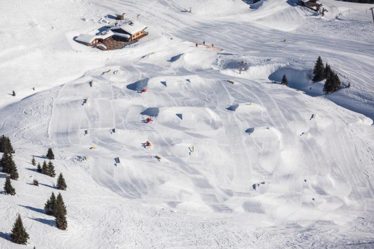 Der Snowpark Gastein bietet zahlreiche Kicker und Hindernisse.